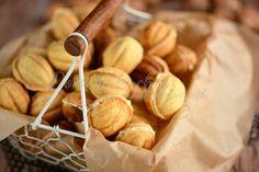Ciasteczka orzeszki | Domi w kuchni Sweet Cakes, Caramel Apples, Baked Goods, Almond, Food And Drink, Baking, Vegetables, Polish, Christmas