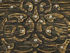 Тему этого МК мне подсказала необходимость сделать подруге салфетницу в новую современную кухню,отделанную деревом. Родилась идея создать имитацию резьбы по дереву на обычной керамической салфетнице Для этого мне понадобилось:1.керамическая заготовка 2.трафарет3.модельная масса или шпатлёвка4.акриловые краски и лак Т.к. я решила делать в центре салфетницы 'деревянную пластину' с 'резьбой',то для…