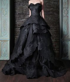 Beautiful black wedding dress. Might be do-able if could make/add straps...