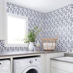 Cute laundry room with walllaper #laundryroom #laundryroom