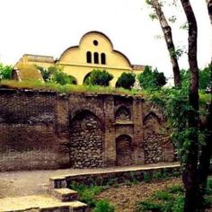 Vakilol Molk Edifice, Sanandaj. The same is one of the old and noticeable buildings of the city of Sanandaj. This edifice is an ancestral and private building of the Vakil Family who were always held a seat of power in the history of Kurdistan.
