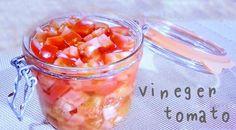 オススメ!刻み酢トマト 冷蔵庫で1週間保存可能で、保存するときはしっかりとトマトが酢に浸かった状態を維持しましょう! トマト 中2個(300g) 酢 1/2カップ・水 1/2カップ