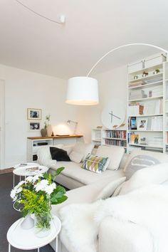 A la fois spacieux et lumineux, voilà un salon d'inspiration nordique qui en jette