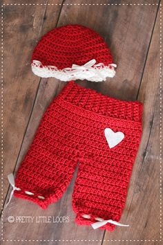 Free Crochet pattern- Valentine Beanie free pattern for hat only Holiday Crochet, Crochet Bebe, Crochet Girls, Crochet Baby Clothes, Newborn Crochet, Crochet Baby Hats, Crochet For Kids, Baby Knitting, Free Crochet
