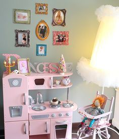 dco le vestiaire rose dans sa chambre armoires rose and nursery - Chambre Vintage Rose