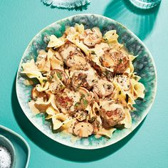 Saucy Swedish meatballs over egg noodles Meat Recipes, Pasta Recipes, Salad Recipes, Cooking Recipes, Healthy Recipes, Dinner Dishes, Main Dishes, Pasta Dishes, Roasted Tomato Pasta