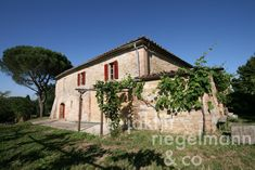 The Tuscan country house for sale with vineyard in beautiful panoramic setting close to Buonconvento