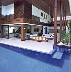 Bom dia gente  Ótimo findi...... Isso que podemos chamar de piscina integrada a varanda! Ficou show!!!! Projeto Sandra Picciotto #goodmorning #pool #buenosdias #bomdia #bonjour #piscina #arquitetura #design #architecture #saturday #photo #sabadao #house #residence #instadaily #beach #arquiteta #bestofdesign #fabiarquiteta #blogfabiarquiteta