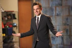 Season six of New Girl begins Tuesday night, and we're taking a look at all the reasons why Jake Johson's character, Nick Miller, is so lovable. Sure, Nick and New Girl Season 2, New Girl Nick And Jess, New Girl Episodes, New Girl Funny, New Girl Tv Show, Jake Johnson, Jessica Day, Nick Miller, Club
