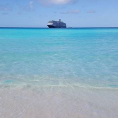 Half Moon Cay really needs no caption! Thanks to @brittanycerra for sharing this #beautiful #photo and making our Monday a little brighter! #halfmooncay #hmc #bahamas #caribbean #nieuwamsterdam #mondaymotivation  #beach #sand #ocean #cruise