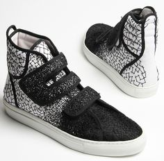 reminds me of the DIY lace we used to make at UNI Raf Simons Black Shoes, Men's Shoes, Shoe Boots, Shoes Sneakers, Art Shoes, Sports Footwear, Altering Clothes, Sports Luxe, Shoe Art