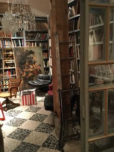 Los Gusanos antique store Madrid. Photo @patriziacasarini