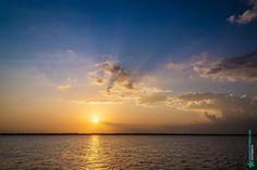 Pôr do sol na Baía do Guajará e rio Guamá Belém - Pará Brasil. www.mauriciomoreno.com  #belem #para #pa #photography #nature #guajara #bay #light #sunset #dusk #twilight #cloud #sky #mmorenofoto #art #river #guama