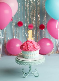 This little miss took a while to warm up to me, but she still shared some great… Smash Cake First Birthday, 2nd Birthday Party Themes, Smash Cake Girl, First Birthday Decorations, Baby Girl First Birthday, Birthday Cake Girls, Girl Cakes, Smash Cakes, Cupcake Cakes