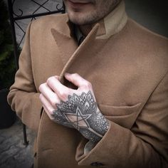 Unicursal Hexagram hand tattoo by Ien Levin