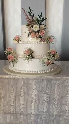 #lesfleuristes #ανθοπωλειο #γαμος #νυφη #διακοσμηση #λουλουδια #δεξιωση #ανθοστολισμος Wedding Flowers, Cake, Desserts, Food, Pie, Postres, Mudpie, Deserts, Cakes