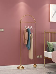 Golden hangers, decorate the room more texture! Bridal Boutique Interior, Boutique Decor, Showroom Interior Design, Boutique Interior Design, Hall Furniture, Home Decor Furniture, Retail Clothing Racks, Clothing Boutique Interior, Fashion Store Design