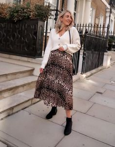 @thesilvermermaidxo rocks a cosy cardigan and midi skirt look. Consider your autumn outfit dilemmas solved.