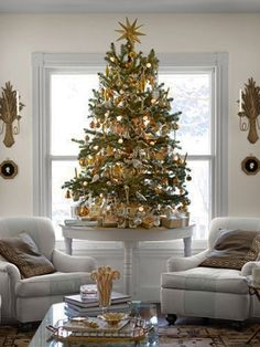 Simple Christmas Design...this is kinda like we have done....gone with smaller tree and keeping it simple...focusing more on real meaning of Christmas of Jesus's birth.