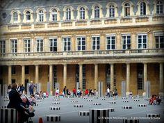 The inner courtyard of Palais Royal, Paris on a summer day. // La cour intérieure du Palais Royal à Paris un jour d'été. http://www.frenchmoments.eu/?p=1705