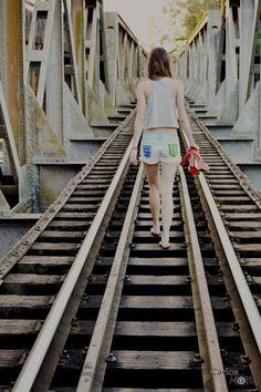 A vida só pode ser compreendida, olhando-se para trás; mas só pode ser vivida, olhando-se para frente.