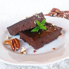 Avokadové brownies - Fitness recepty - Zdravé recepty, vaření, pečení, online kuchařka Diabetic Recipes, Healthy Recipes, Raw Vegan, Workout Programs, Brownies, Cheesecake, Gluten Free, Keto, Baking