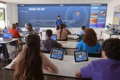Imagem ilustrativa e prognóstica sobre o futuro da educação. Inserção de novas tecnologias em sala de aula.