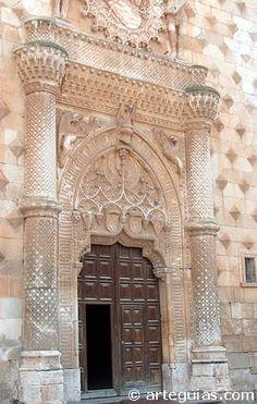 Palacio de los Duques del Infantado. Puerta principal