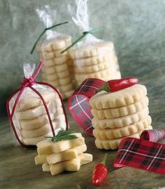 Delicious savory biscuits with hazelnuts Diy Christmas Presents, Christmas Lunch, Christmas Cookies, Christmas Ideas, Baking Packaging, Cookie Packaging, Savoury Biscuits, Xmas Food, Cute Cookies