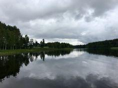 Kotiseuturetki Lappajärvelle, jossa kuminapeltoja, Ollilanranta ja Kivitippu elokuisen maiseman halki Pohjois-Pohjanmaalta ja Kalajoen kautta takaisin