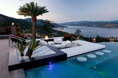 ○ vanwege de palm aan het zwembad, mag ook als eiland in het zwembad