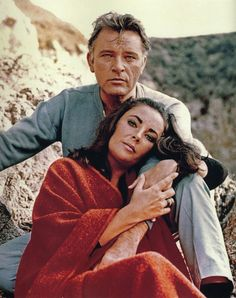 Elizabeth Taylor and Richard Burton in a publicity still from THE SANDPIPER (1965)