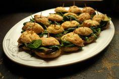 Kitchenette — Profiteroly - salátek, grilovaný lilek a česneková pomazánka