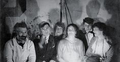 Constantin Brâncuși at his studio with the poet Tristan Tzara, the photographer Berenice Abbott, the poet Mina Loy, the publisher Jane Heap and the editor Margaret Anderson, 1921 Marcel Duchamp, Harlem Renaissance, Man Ray, Tristan Tzara, Antoine Bourdelle, Constantin Brancusi, Ville New York, Berenice Abbott, T Magazine