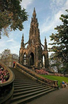 Sir Walter Scott Monument Edinburgh - a Victorian Gothic monument to Scottish author Sir Walter Scott. It is the largest monument to a writer in the world. There are 287 steps to the top of the Scott Monument. Places Around The World, Oh The Places You'll Go, Places To Travel, Places To Visit, Around The Worlds, Vacation Ideas, Lago Ness, Scott Monument, Reisen In Europa