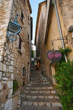 Saint-Paul-de-Vence in Provence, French Riviera ✯ ωнιмѕу ѕαη∂у