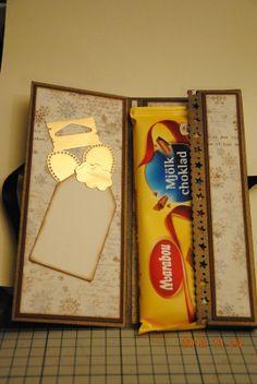 Tutorial på chokladkort Map Sketch, Card Sketches, Diy Paper, Paper Art, Paper Crafts, Scrapbooking Layouts, Scrapbook Cards, Chocolates, Chocolate Card