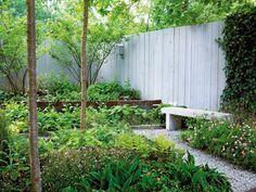clôture de jardin en bois en couleur claire