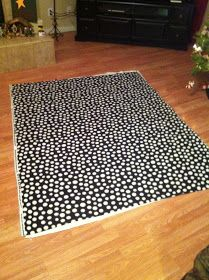 No-sew Fleece Blanket - Tutorial - like the way she does the edging - it's fringed without having overhand knots