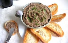 Italian Chicken Liver Pate& Spread - pressure cooker recipe Although the traditional pate& recipe isn& particularly difficult or time consuming, you will love the pressure cooker version which uses a little less bu Stovetop Pressure Cooker, Hip Pressure Cooking, Easy Pressure Cooker Recipes, Instant Pot Pressure Cooker, Pressure Oven, Slow Cooker, Chicken Liver Pate, Chicken Livers, Mousse