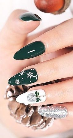 New Trend This Christmas Nails Design And Decoration Ideas Part 40 - . - new trend this christmas nails design and decoration ideas part 40 – - Cute Christmas Nails, Christmas Nail Art Designs, Winter Nail Designs, Holiday Nails, Green Christmas, Christmas Design, Christmas Ideas, Cute Nails, Pretty Nails