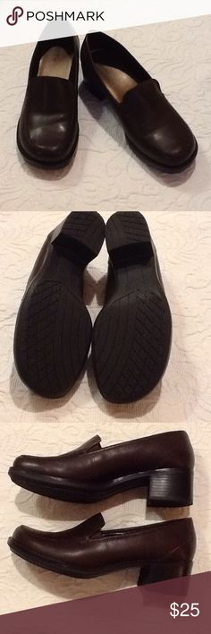 """Bass """"Pegasus"""" shoes I only wore these a couple of times (they are size 9 wide and were a bit too wide for me). Very good used condition. I have the shoe box bottom but not the top. The heel is about 2"""". Bass Shoes"""