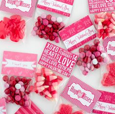 Valentine's Day Treat Bag Toppers printable and DIY from Makoodle, featured @printabledecor1