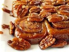 pecan honey sticky buns I would like to make these Christmas morning! Honey Recipes, Real Food Recipes, Yummy Food, Yummy Recipes, Brunch Recipes, Breakfast Recipes, Breakfast Pastries, Pecan Sticky Buns, Sticky Rolls