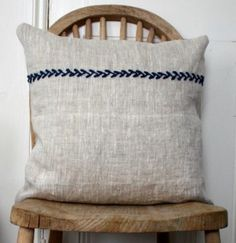 simple rustic linen country cushion (pillow) This is my favorite kind of fabric for home dec/crafts, etc.