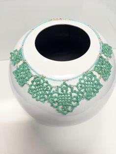 collana all'uncinetto ,dipinta a mano nei toni del verde tiffany,con glitter in tinta e vetrificati.con elementi a rombo degradanti e girocollo di perline