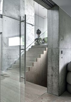 Raw and modern villa in Denmark Concrete Interiors, Concrete Architecture, Concrete Houses, Loft Interiors, Staircase Design, Brutalist, Minimal Design, Interior And Exterior, My House