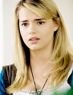 Indiana Evans, Home And Away, Beautiful Actresses, Singer, Woman Face, Singers