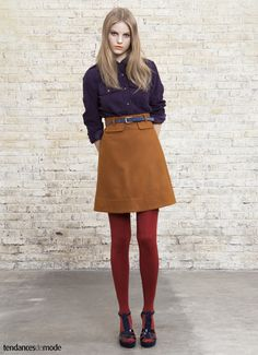 Chemise officier violette, jupe trapèze ocre et taille haute This is one of the outfits I'm going to actively look for. 70s Fashion, Look Fashion, Vintage Fashion, Fashion Outfits, Womens Fashion, Fashion Trends, Fashion Guide, Estilo Preppy Chic, Pantyhosed Legs