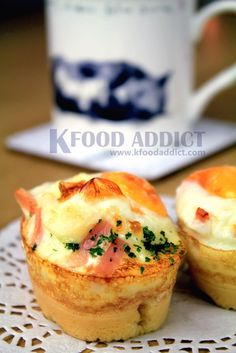 Korean-style Egg Bread [Gaeran Bbang] - street food in Korea Lunch Box Recipes, Entree Recipes, Asian Recipes, Breakfast Recipes, Snack Recipes, Cooking Recipes, Eat Breakfast, Asian Foods, Cooking Ideas